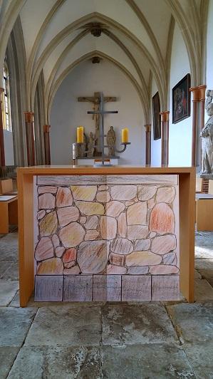 Der neue Altar im Kreuzgang des ehemaligen Zisterzienserklosters Marienfeld